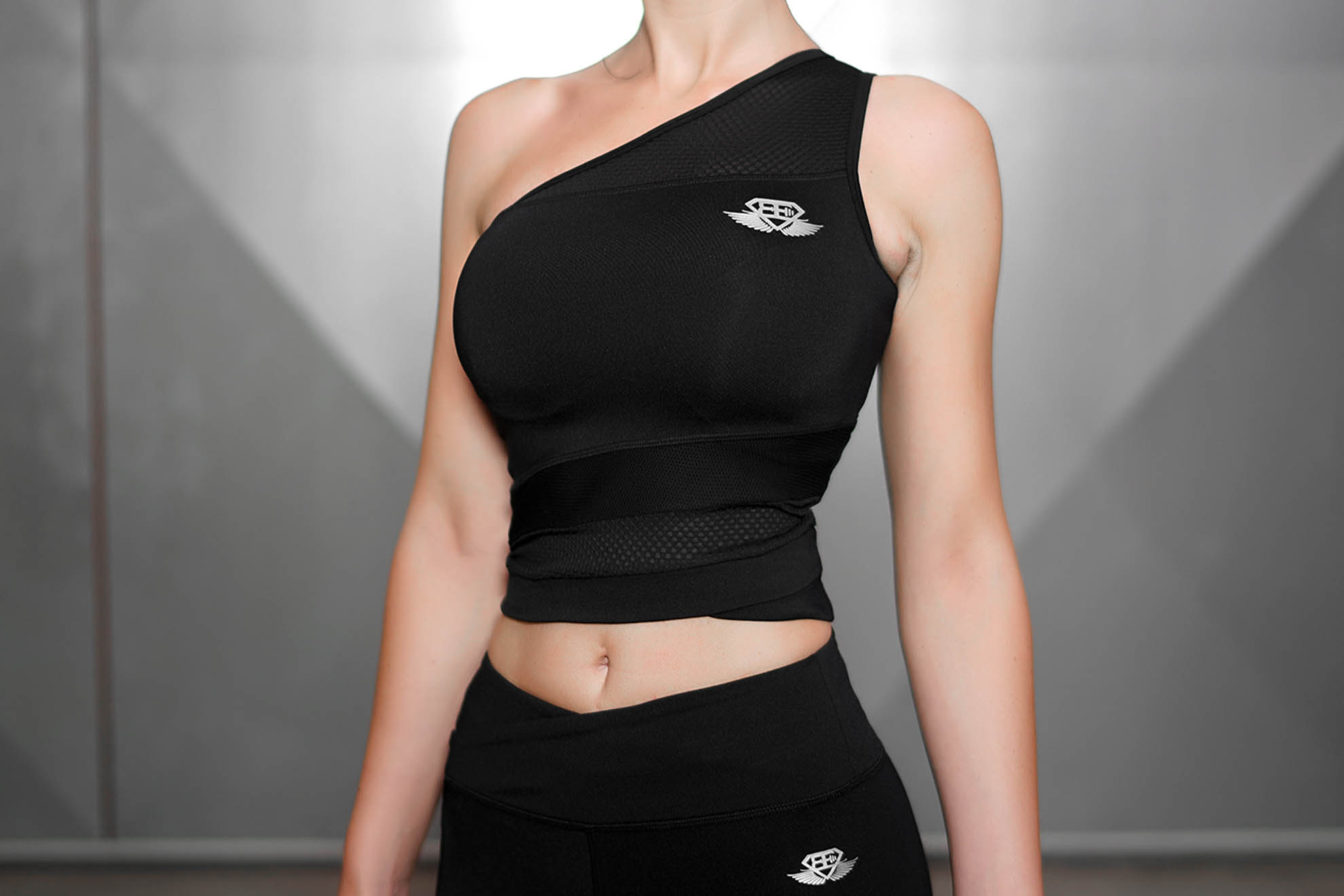 CHIONE Crop Top - Black Pearl